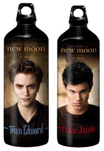 Gothicvampirfreakdingens können in diesen praktischen Flaschen mit Flaschengesichtern auch ihr frisch gezapftes Schweineblut transportieren. Sicherlich ein Hit für Jung und Alt! =)